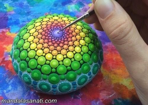 mandala boyama fırça ile