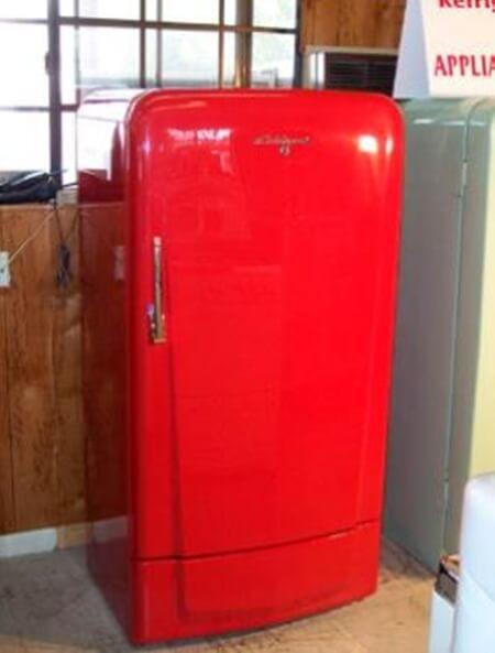 Evde buzdolabı boyama