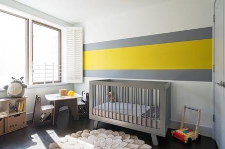 Gri sarı bebek odası
