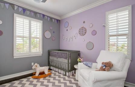 Lila rengi bebek odası duvar rengi